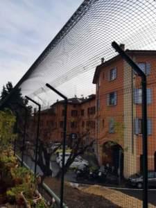 gatto terrazzo rete metallica