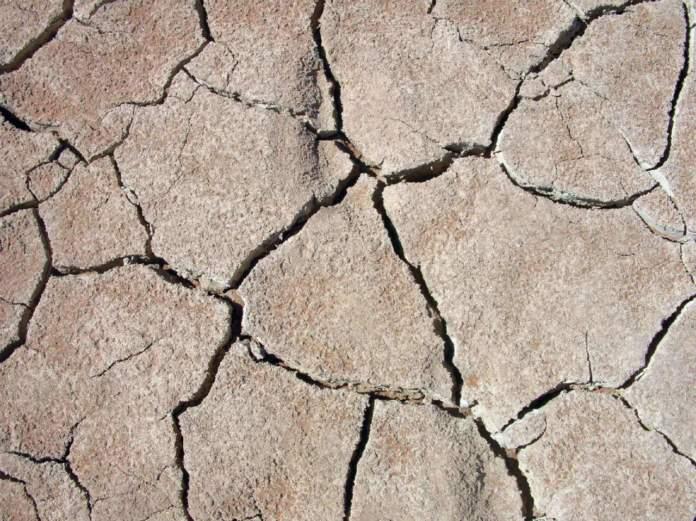 terreno arido crepacciato