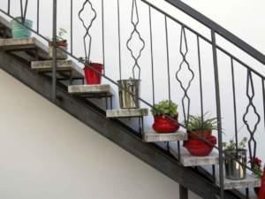 rinnovare giardino vasi scala